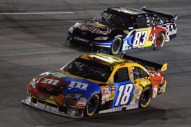 Kyle Busch races Brian Vickers at Richmond 2009