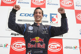 Daniel Ricciardo celebrates clinching the British F3 title
