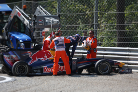 Mark Webber crashes out at Monza