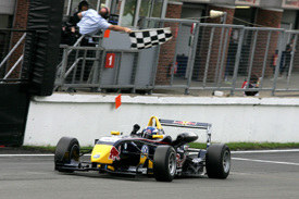 Daniel Ricciardo, Carlin, wins at Brands Hatch 2009