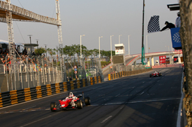 Edoardo Mortara wins in Macau 2009