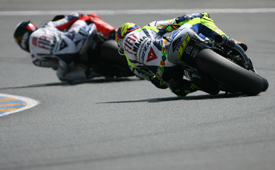 Valentino Rossi chases Jorge Lorenzo at Le Mans