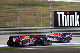 Mark Webber, Sebastian Vettel crash in Turkey