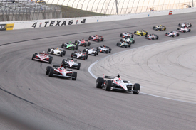 Ryan Briscoe leads at Texas