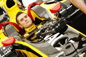 Mikhail Aleshin tries the Renault R29