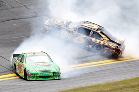 Kyle Busch and David Ragan crash in Daytona practice