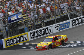 Winner Kevin Harvick takes the chequered flag, Michigan, 2010