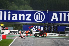 Rubens Barrichello's Williams is craned away after his Spa crash