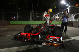 Lewis Hamilton retires in Singapore