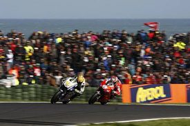 Valentino Rossi leads Nicky Hayden at Phillip Island