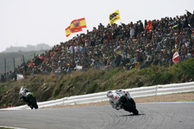 Jorge Lorenzo chases Valentino Rossi at Estoril
