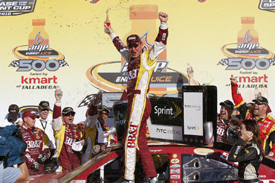Clint Bowyer wins at Talladega
