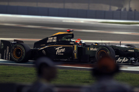 Jarno Trulli suffers a wing breakage in Abu Dhabi