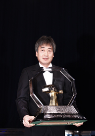 Yung Cho Chung collects the FIA promoters' award for Korea