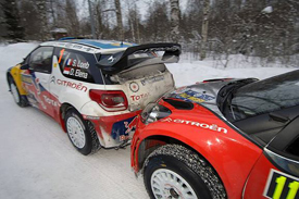 Sebastien Loeb receives a push-start from Chris Patterson in Sweden
