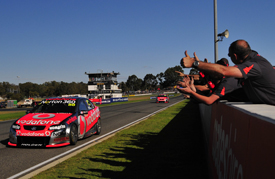Jamie Whincup, Triple 8 Holden, wins at Barbagallo 2011