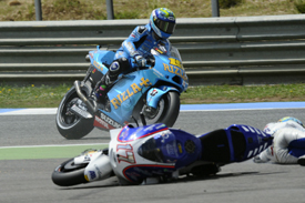 Karel Abraham crashes in front of Alvaro Bautista at Estoril