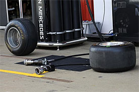 Pirelli defends hard tyre performance