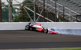Ryan Briscoe crashes in Indy practice