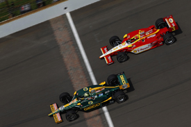 Tony Kanaan leads Helio Castroneves at Indianapolis