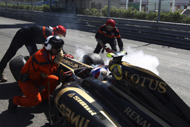 Vitaly Petrov crashes in Monaco