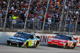 Carl Edwards leads Tony Stewart at Darlington