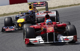 Fernando Alonso leads Mark Webber at Catalunya, 2011