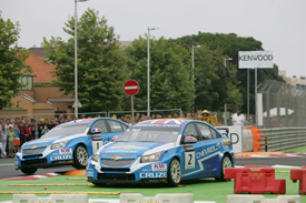 Rob Huff races with Yvan Muller in Porto