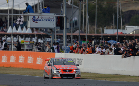 Craig Lowndes wins at Queensland Raceway