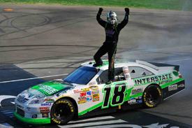 Kyle Busch wins at Michigan