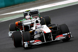 Kamui Kobayashi leads Paul di Resta in Hungary