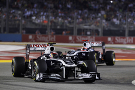 Pastor Maldonado leads Williams team-mate Rubens Barrichello, Singapore 2011