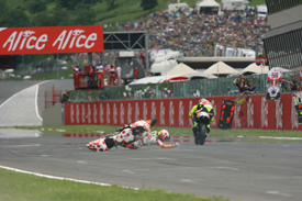 Simoncelli heads for his first 250cc win as Barbera crashes at Mugello in 2008