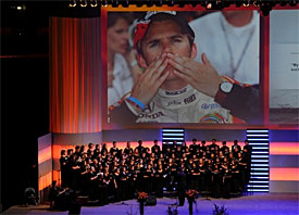 Wheldon honoured at public memorial
