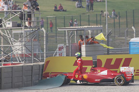 Felipe Massa crashes in Buddh qualifying