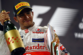 Lewis Hamilton wins in Abu Dhabi