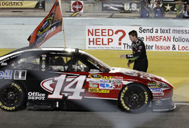 Carl Edwards congratulates Tony Stewart at Homestead