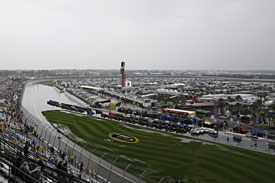 Rain delays Daytona 500 running