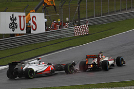 Button takes blame for Karthikeyan clash
