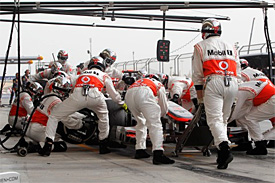 McLaren to investigate pitstop problems