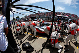 Lewis Hamilton, McLaren pitstop, Canada, 2012