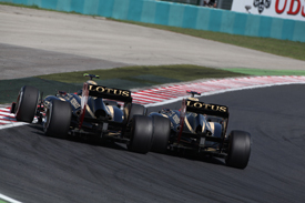 Kimi Raikkonen bangs wheels with Romain Grosjean in Hungary