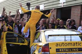 Dave Newsham, ES Vauxhall, wins at Snetterton 2012