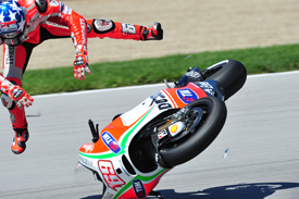 Nicky Hayden crashes at Indianapolis