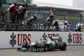 Nico Rosberg wins in China