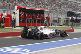 Sergio Perez with a puncture, Sauber, India 2012
