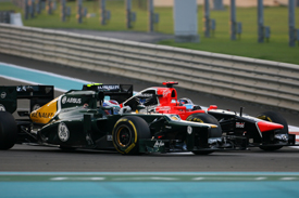 Timo Glock battles with Vitaly Petrov, Abu Dhabi 2012