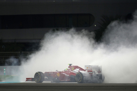 Felipe Massa spins in Abu Dhabi