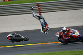 Jorge Lorenzo crashes at Valencia, MotoGP 2012