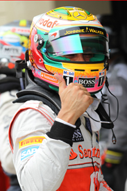 Lewis Hamilton takes Interlagos pole